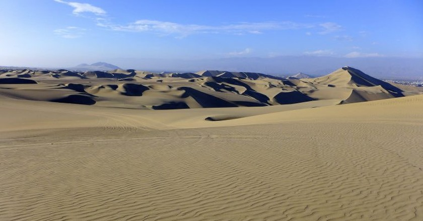 The sand dunes of Huacachina   © Madeleine Deaton / Flickr