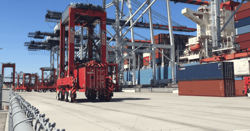 An automated straddle carrier | Courtesy Arcadis