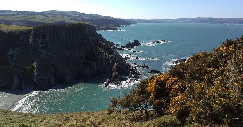 Coastal Walks   © Hogyn Lleol / Wikimedia Commons