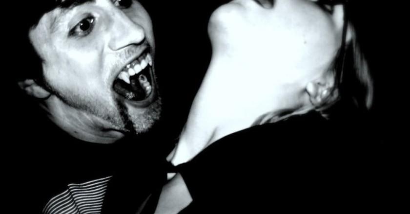 Vampire Weekday Evening | © outcast104/ Flickr