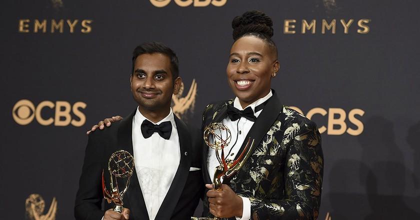 Aziz Ansari & Lena Waithe, winners at the Emmys | © Invision/AP/REX/Shutterstock