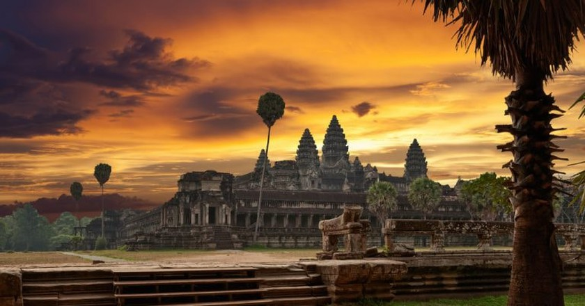 Sunrise at Angkor Wat    © Muzhik/ Shutterstock.com