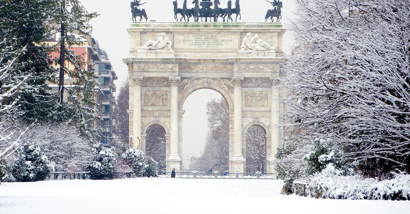 Peace Arch covered with snow in Milan, Italy | © Paolo Bona/Shutterstock