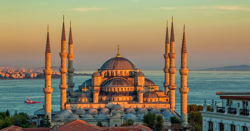 Blue Mosque in a glorious sunset, Istanbul   © OPIS Zagreb/Shutterstock