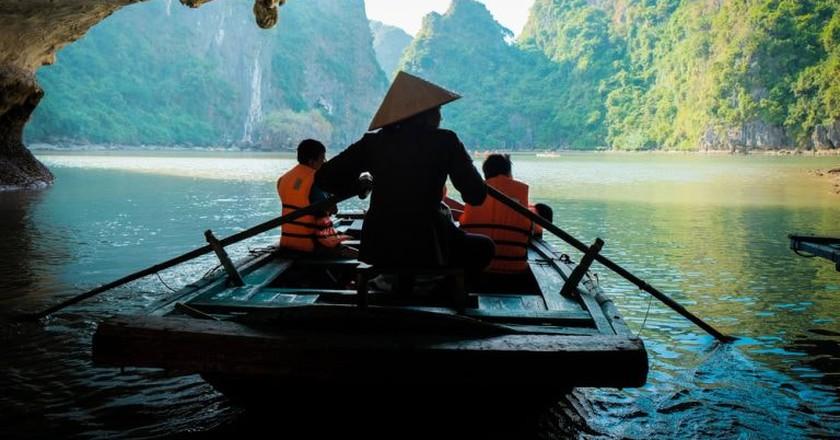 Boating through caves in Vietnam | © Pitikorn Ingmaneekan/Shutterstock