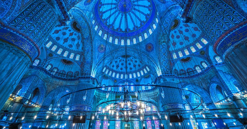 Interior of the Sultanahmet Mosque (Blue Mosque) in Istanbul, Turkey | © Luciano Mortula/Shutterstock