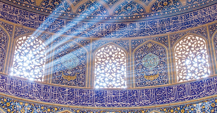 Sheikh Lotfollah Mosque at Naqhsh-e Jahan Square in Isfahan   © Alexander Mazurkevich/Shutterstock