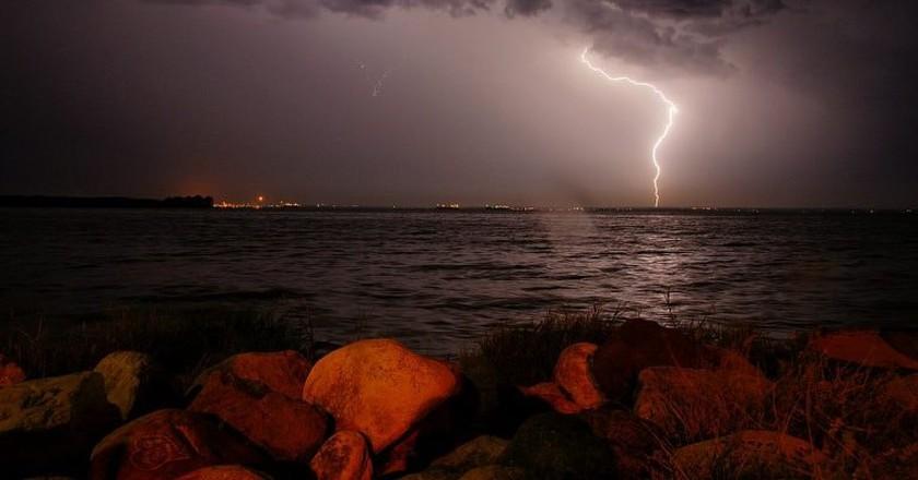 A lightening strike over Catatumbo bay | © Karen Gutierrez Sarmiento / WikiCommons