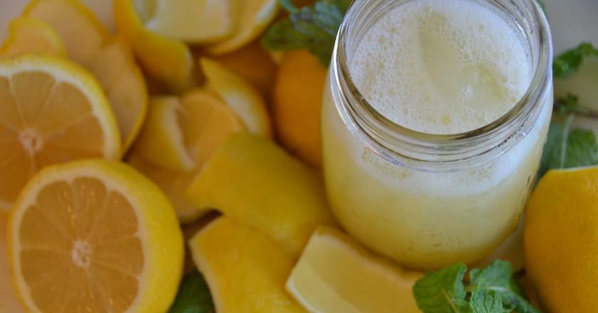 Fresh lemonade | © Rob Bertholf / Flickr