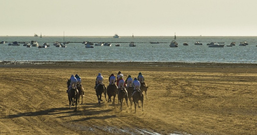 Horseracing on the beach in Cádiz, Spain | © Guillén Pérez / Flickr