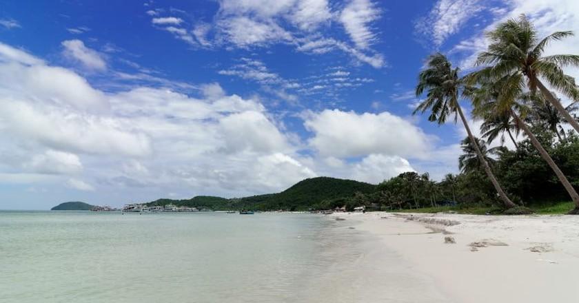 Beach of Phu Quoc Island | © Mgzkun/Flickr