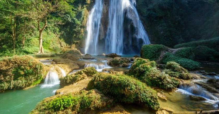 Sunlight basks Anisakan Falls near Pyin Oo Lwin | © NgJi3Qi / Shutterstock