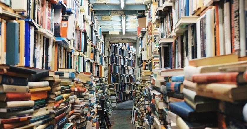 Bookshelves | © Pixabay