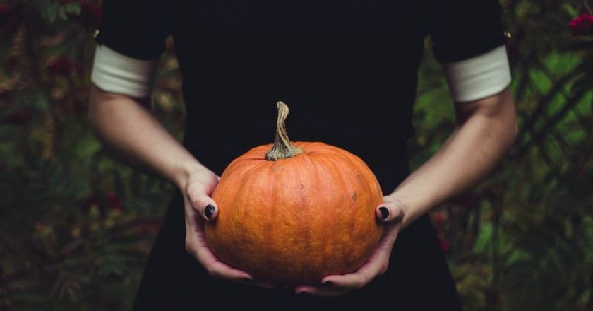 https://pixabay.com/en/close-up-food-fruit-halloween-1838545/