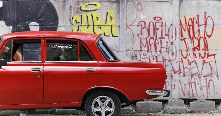 Graffiti and old cars in Cuba © stestu / Pxhere