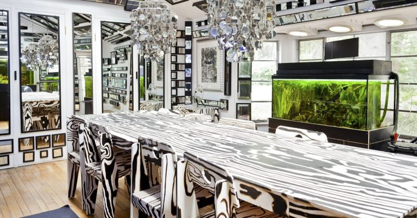 Unique artist mirrored house   © Airbnb host Martin & Jesha, Image courtesy of Airbnb