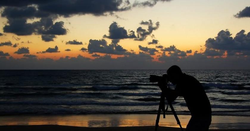 Camera on Tel Aviv beach | © bachmont / Flickr