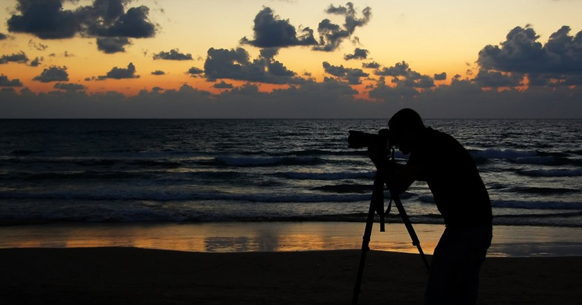 Camera on Tel Aviv beach | © bachmont / Flickr