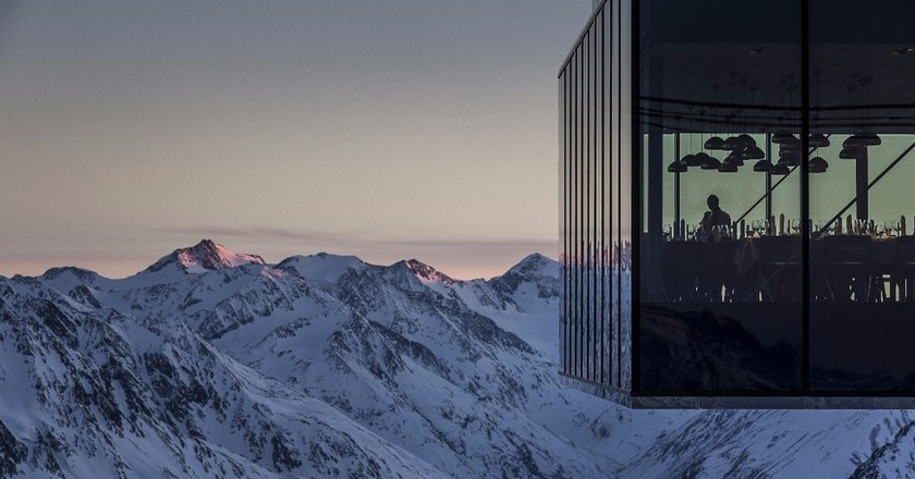Enjoy dinner with the most staggering view of the Alps | © Rudi Wyhlidal / ice Q