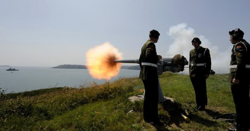 The Irish Defence Forces during a 21 Gun Salute on Spike Island | © Irish Defence Forces/ Flickr