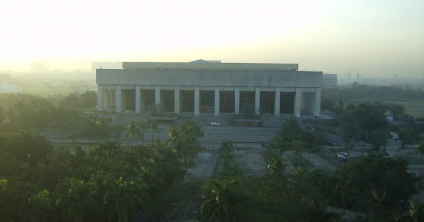 The Manila Film Center | © Michael Francis McCarthy / Wikimedia Commons