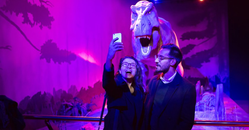 Selfie-taking at the Natural History Museum | © Travis Hodges / Courtesy Natural History Museum