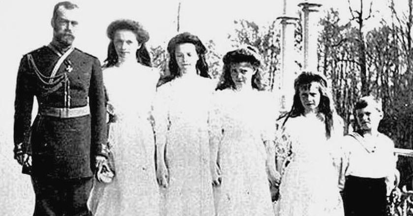 Nicholas II and his children   © WikiCommons