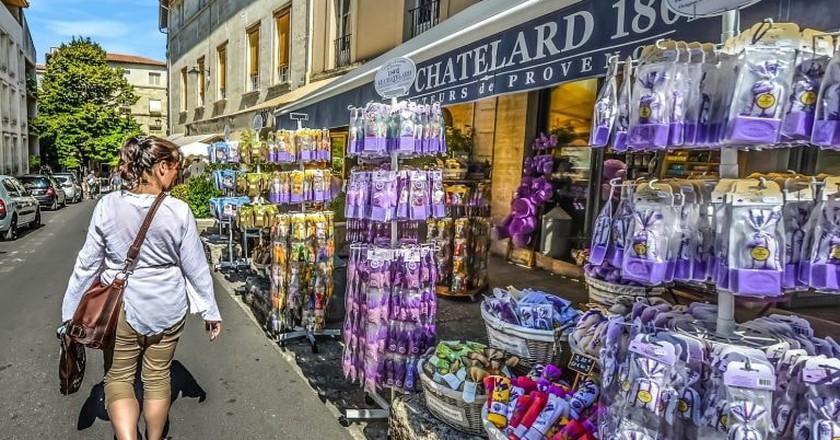 Provence shop, France   Kirkandmimi/Pixabay