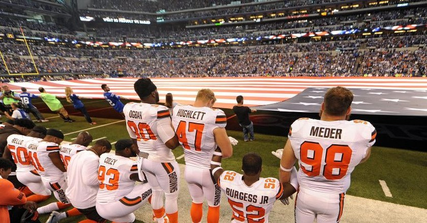 Cleveland Browns players during the national anthem   © Thomas J. Russo-USA TODAY Sports/Sipa USA/REX/Shutterstock