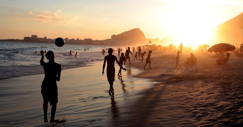 Rio's Copacabana Beach ©pauloduarte/Pixabay