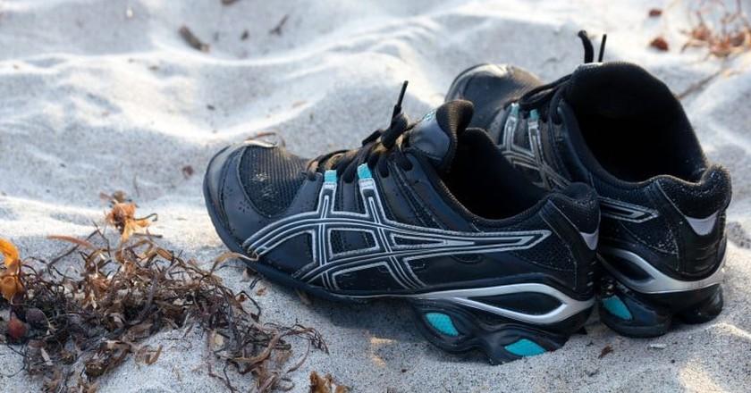 Running shoes on sand |  TheHilaryClark/Pixabay