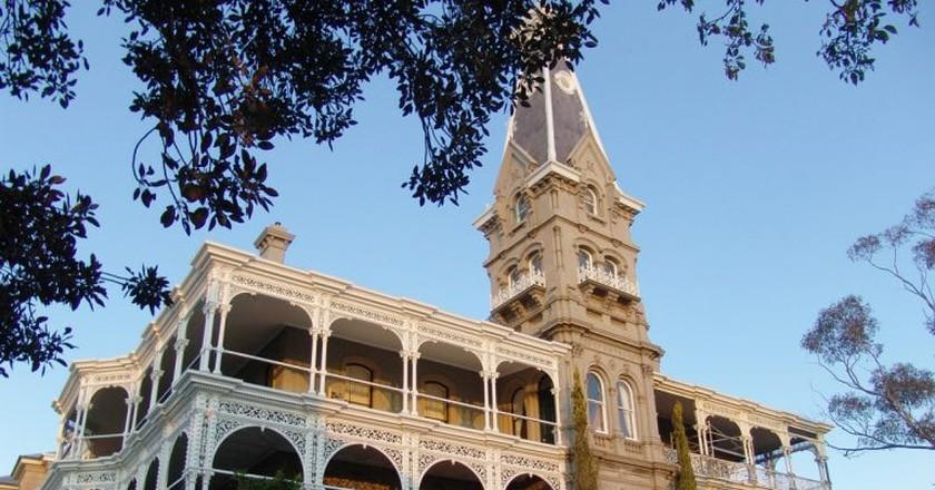 https://commons.wikimedia.org/wiki/File:Rupertswood_mansion_side_angle_shot.jpg