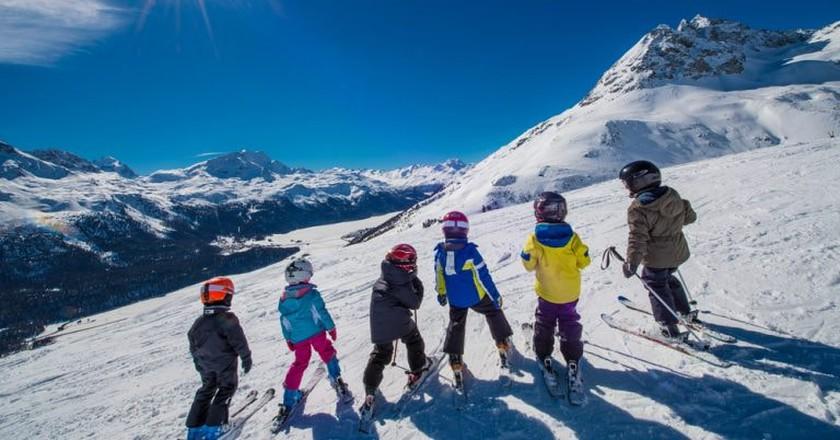 Little Skiers on the Swiss Alps | © michelangeloop/shutterstock