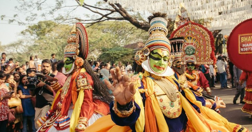 Kathakali dancers perform at a street carnival during Kochi new year celebration |© Dmytro Gilitukha