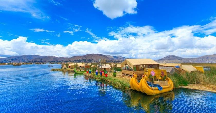 Floating reed islands in Lake Titicaca | © shutterstock