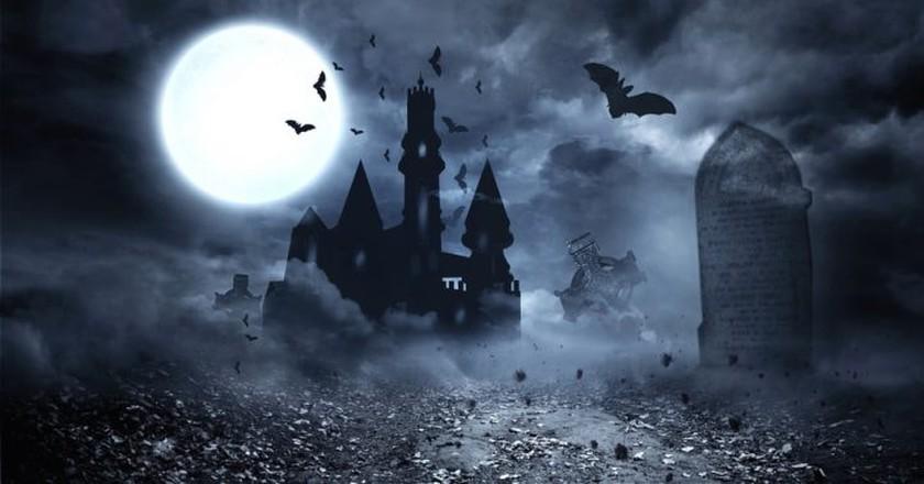 Vampires and haunted places | © wavebreakmedia / Shutterstock