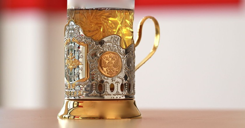 A glass that is handed to every passenger upon boarding a Russian train | © Jurg Vollmer / Maiakinfo / WikiCommons