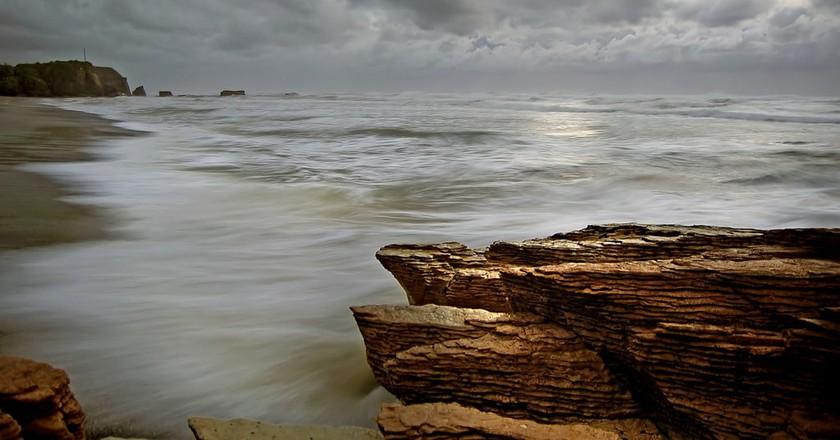 A rugged coastline in New Zealand | © Bernard Spragg/Flickr