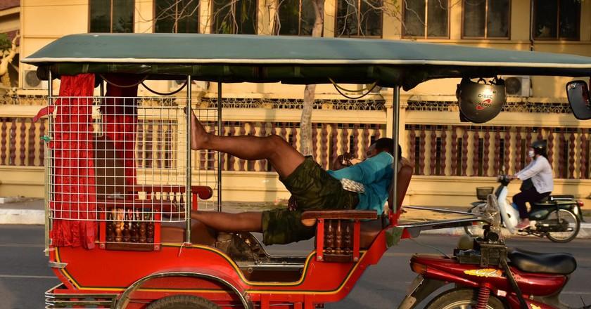 Tuk-tuk driver taking a break | © Aumary Laporte / Flickr