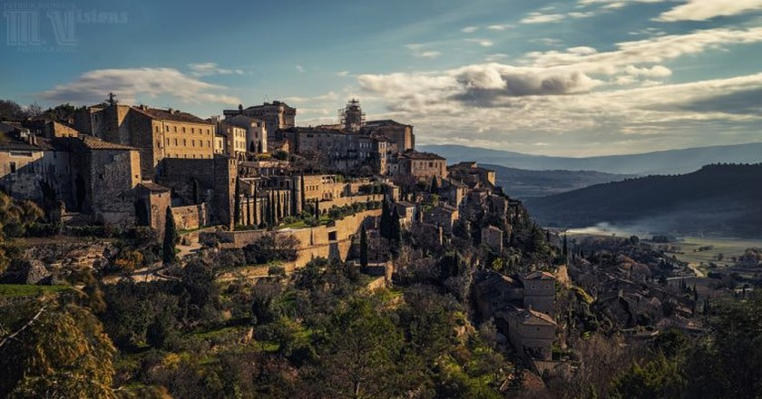 The hillside village of Gordes in the Luberon in southern France   © Paolo Gilberto/Flickr