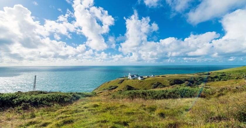 Lighthouse along the ocean| © wnann_/Flickr.
