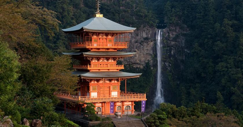 The pagoda at Kumano Nachi Taisha, backed by Nachi Falls  | © Big Ben in Japan / Flickr