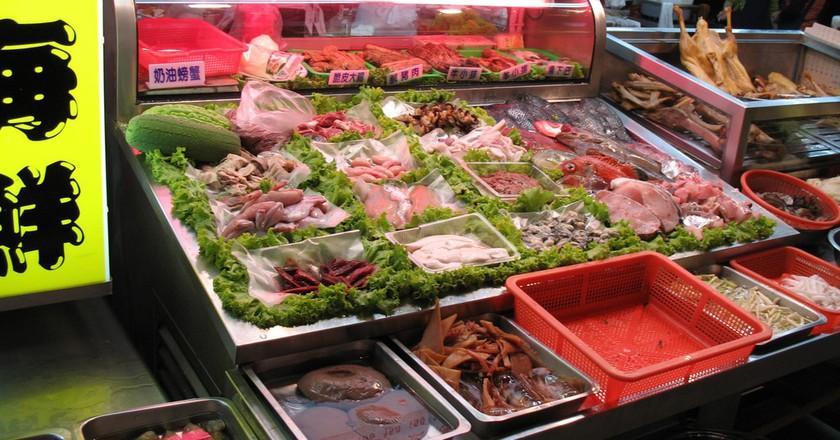 Fresh seafood waiting to be eaten | © Josh Rappeneker / Flickr