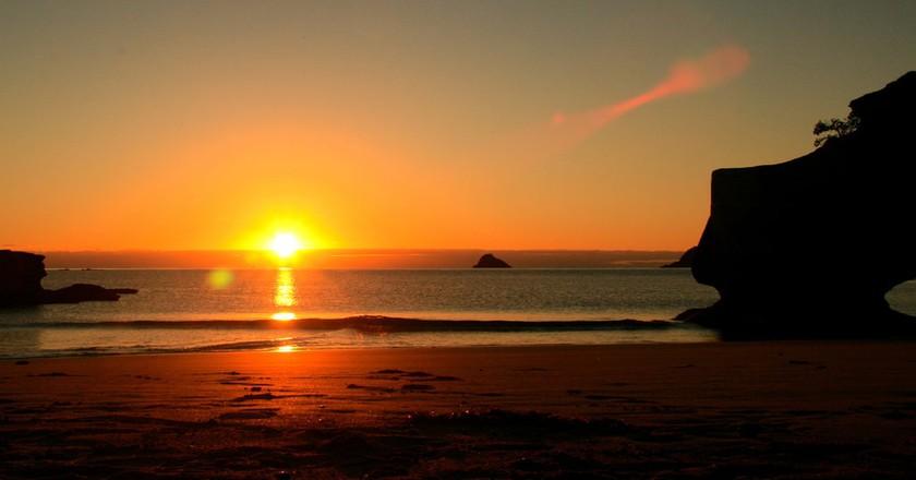 Sunrise at Cathedral Cove, Coromandel   ©  Philipp Klotz/Flickr