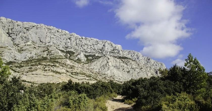 Cézanne's beloved Sainte Victoire mountain outside Aix-en-Provence | © Annie CS/pixabay
