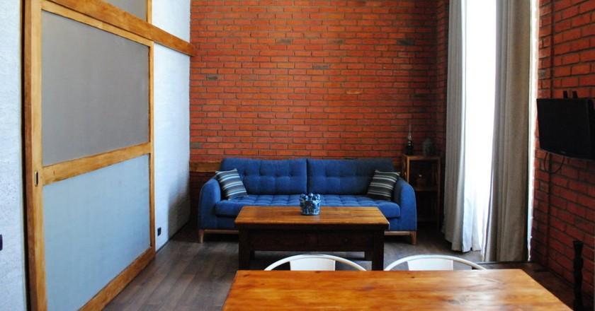 Airbnb apartment in Tbilisi © Baia Dzagnidze