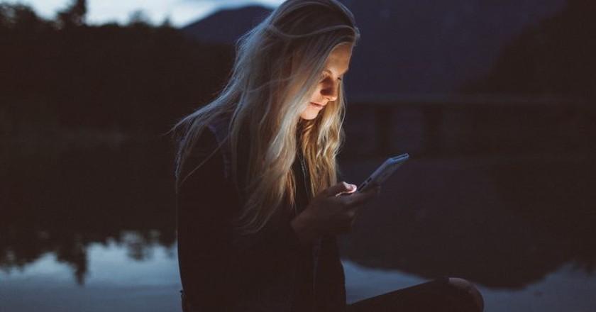 Texting at night  © Becca Tapert / Unsplash