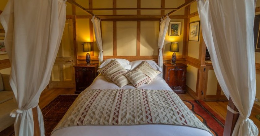 Cable Street Inn, Room Two