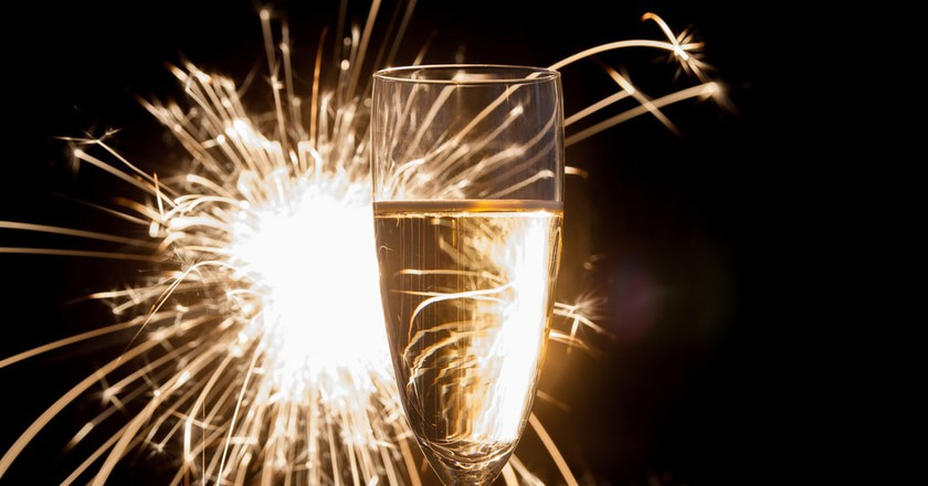 Have a champagne toast to the New Year | © Piviso / Flickr