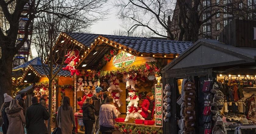 Christmas market   © ShenXin / Pixabay